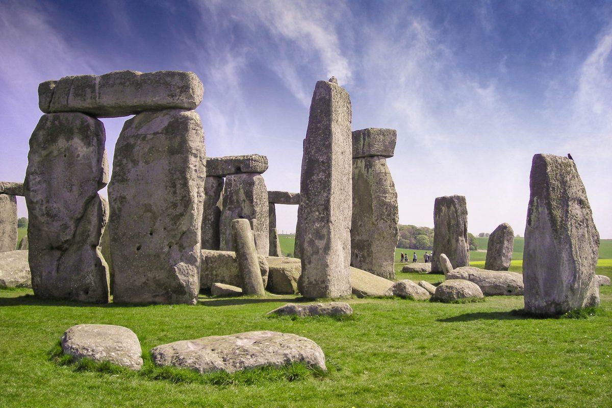 Die berühmten Monolithen von Stonehenge sind eines von Großbritanniens berühmtesten Denkmälern und ein Symbol für Mysterien und uralte Macht - © jovannig / Fotolia