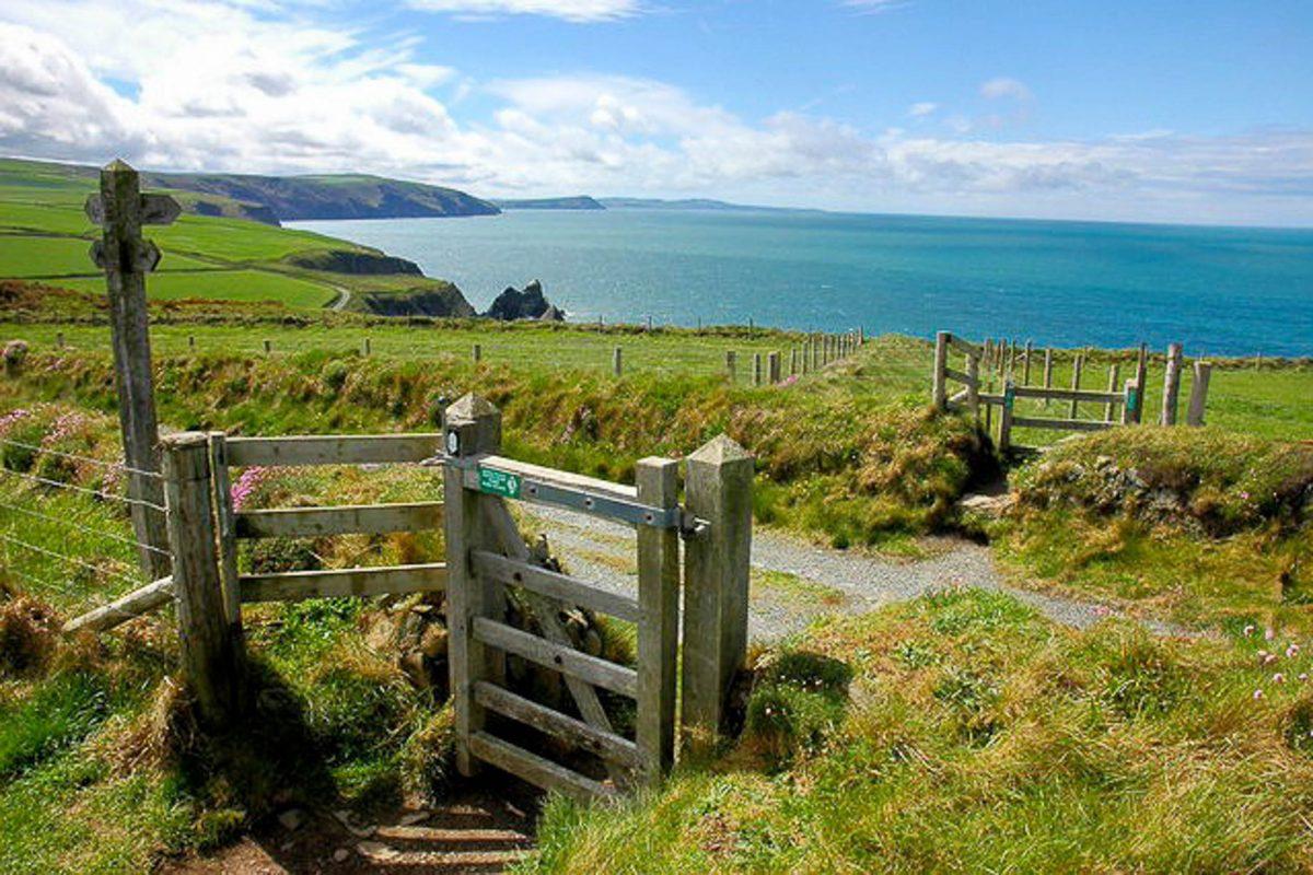 Die Reise am Pembrokeshire Coast Path an der Küste von Wales ist individuell planbar und muss nicht vollständig zu Fuß zurückgelegt werden, Großbritannien - © Philip Halling CC BY-SA2.0/Wiki