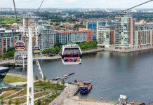 Blick vom Cable Car auf das nördliche Ende der Londoner Gondelbahn, die Royal Docks, Großbritannien - © PhilipBird LRPS CPAGB/Shutterstock