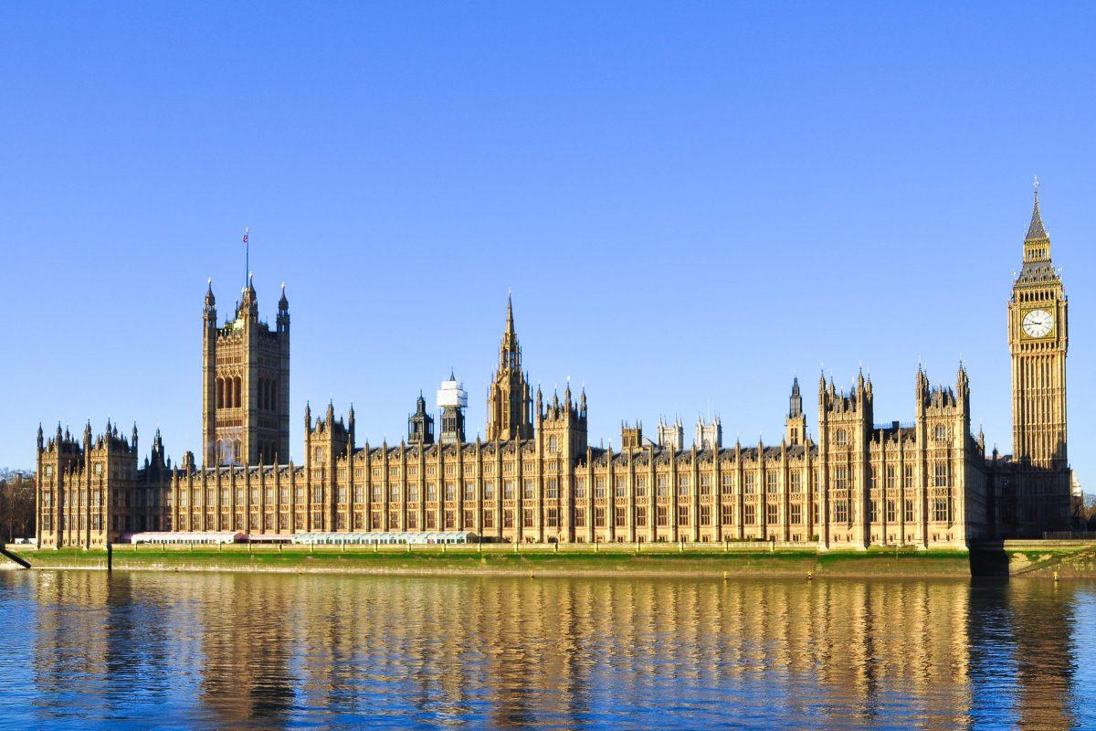"""Die Houses of Parliament in London, auch bekannt als """"Palace of Westminster"""" und der weltberühmte Glockenturm """"Big Ben"""", Großbritannien - © A.L / Fotolia"""