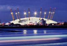 """Die O2-Arena wurde von Richard Rogers entworfen am 1. Jänner 2000 als """"Millennium Dome"""" eröffnet, London, Großbritannien - © Zsolt Biczo / Shutterstock"""