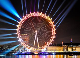 Fantastische Lichtershow am London Eye, Großbritannien - © Simon Round / Shutterstock