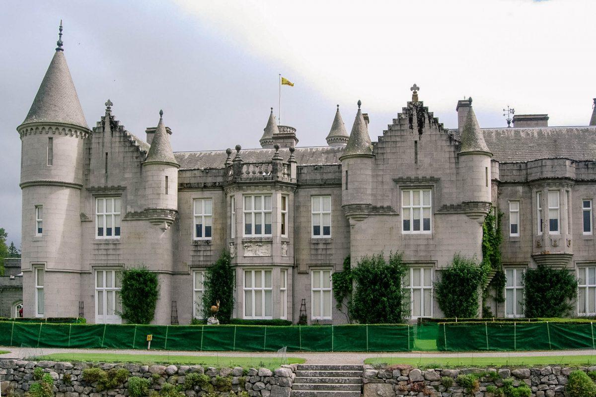 Noch heute dient Balmoral Castle der Königin von England als Sommersitz, Schottland, Großbritannien - © flog / franks-travelbox