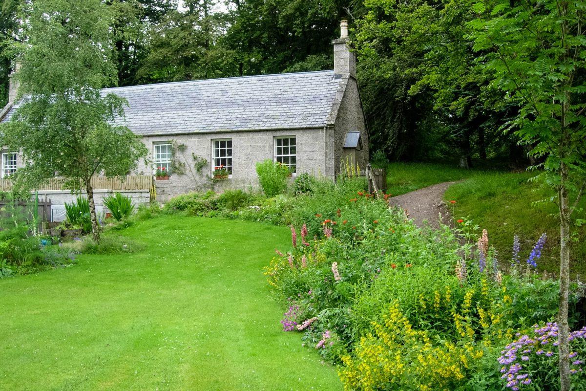 Spaziergänge durch den wunderbaren Garten machen einen Besuch des Schlosses Belmoral zu einem eindrucksvollen Erlebnis, Schottland, Großbrittanien - © flog / franks-travelbox
