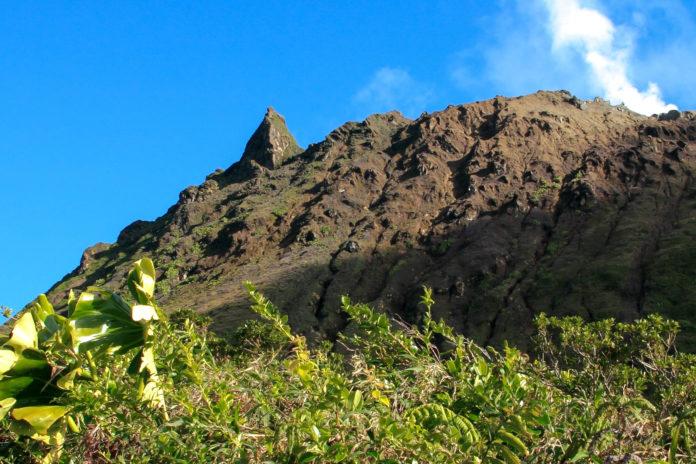 Der aktive Vulkan La Soufrière liegt auf einer Seehöhe von knapp 1.500 Meter und ist die höchste Erhebung Guadeloupes - © Fwed / Fotolia
