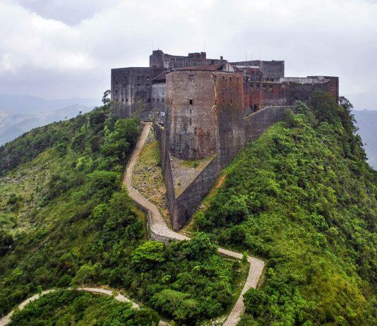 Die Citadelle Laferrière im nördlichen Haiti ist die größte Befestigungsanlage des amerikanischen Kontinents und so etwas wie das inoffizielle Wahrzeichen des Karibikstaates - © SPC Gibran Torres PD/Wiki