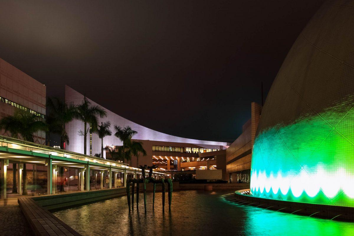 Das Space Museum in Hong Kong liegt in Tsim Sha Tsui. Hauptattraktion ist das Planetarium mit einer über 20m breiten Projektionskuppel. - © gary yim / Shutterstock