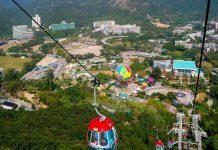 Die zwei Teile des Ocean Parks in Hong Kong (Waterfront und Summit), sind durch eine über 1,5km lange Seilbahn verbunden, Hongkong - © Attila JANDI / Shutterstock