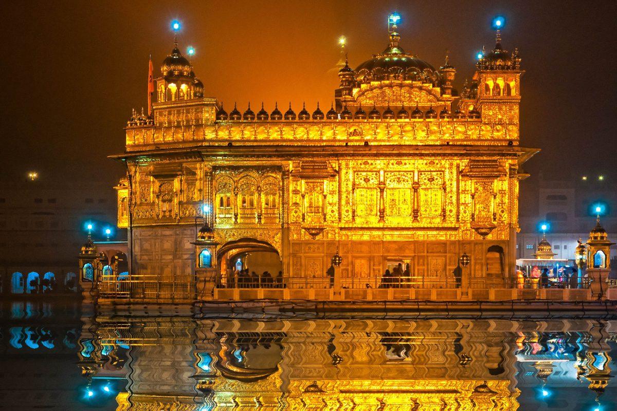 Der Hari Mandir, der Goldene Tempel von Amritsar in Indien, ist das größte Heiligtum der Sikh - © Luciano Mortula / Shutterstock