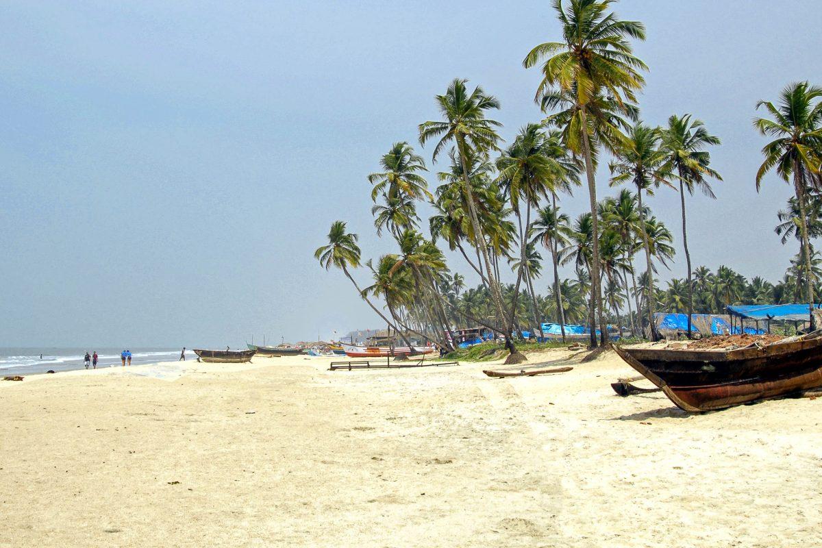 Colva Beach, der mit 25 Kilometern längste Strand Goas wird oft mit der brasilianischen Copacabana verglichen, Indien - © dashingstock / Shutterstock