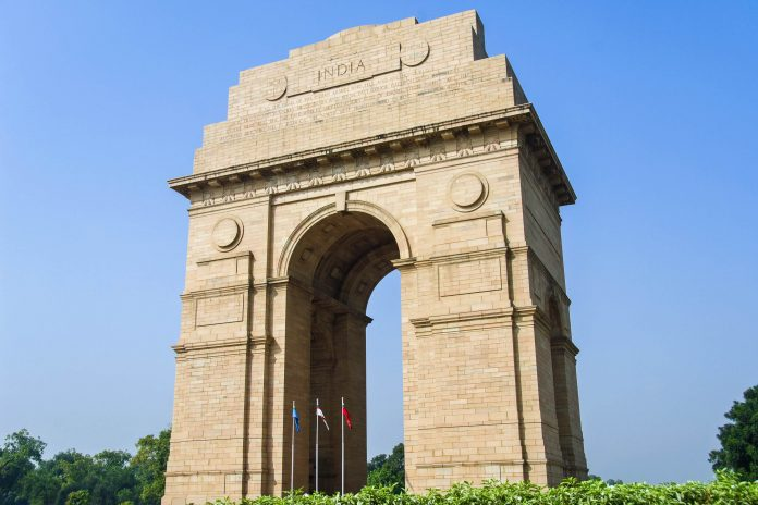 Das India Gate ist ein gewaltiger Triumphbogen in Neu Delhi und wurde zu Ehren der Soldaten errichtet, die im Ersten Weltkrieg und im Afghanistan-Krieg 1919 fielen, Indien - © jackmicro / Fotolia