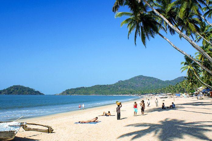 Der Palolem Beach in Goa, Indien, ist ein absolut herrlicher tropischer Sandstrand - © Mikhail Nekrasov / Shutterstock