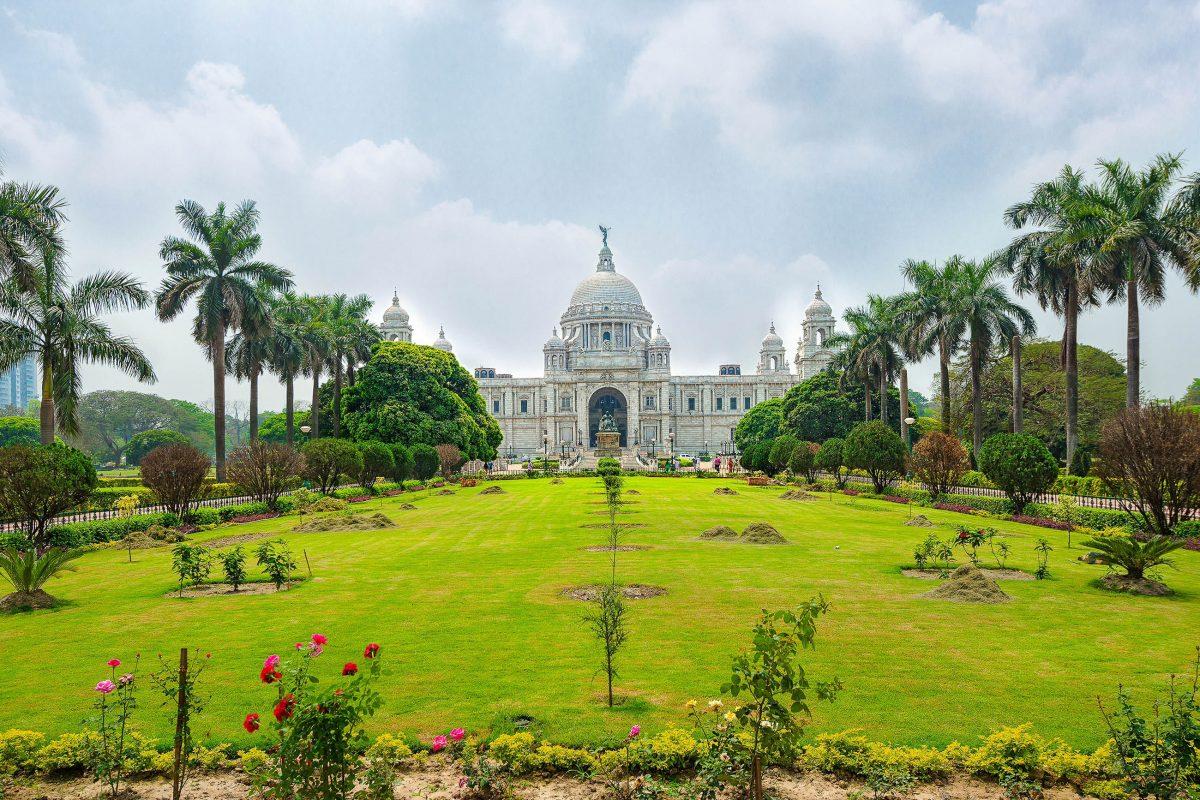 Das prachtvolle Victoria Memorial in Kalkutta wurde im frühen 20. Jahrhundert errichtet und fungiert heute als Kunstmuseum, Indien - © Hung Chung Chih / Shutterstock