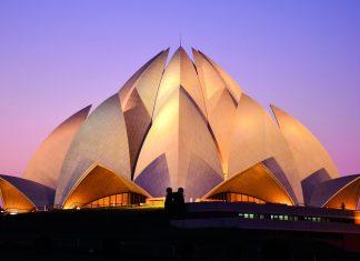 Der prachtvolle Lotustempel in Neu Delhi, Indien, wurde seit seiner Eröffnung am 1. Jänner 1987 mit unzähligen Preisen geehrt - © suronin / Shutterstock
