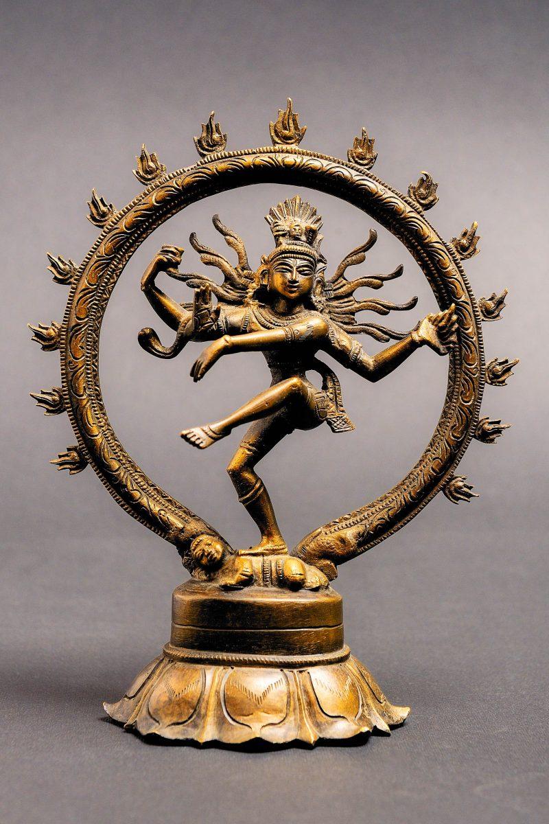 Der tanzende Hindu-Gott Shiva ist nur eines der 200.000 Ausstellungsstücke im Nationalmuseum in Neu-Delhi, Indien - © Smart-foto / Shutterstock