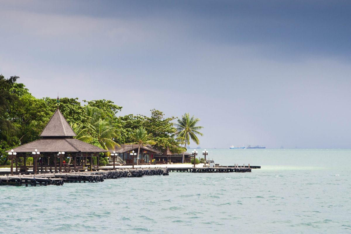 Der Marine Nationalpark Kepulauan Seribu befindet sich an der Nordküste von Jakarta und umfasst eine Kette von paradiesischen Inseln, Indonesien - © hkomala / Shutterstock