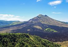 Der Vulkan Gunung Batur erreicht eine Höhe von gut 1.700 Metern und ist verhältnismäßig leicht zu besteigen, Indonesien - © suronin / Fotolia