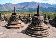 Die Tempelanlage Borobudur auf der indonesischen Insel Java zählt zu den größten buddhistischen Tempelanlagen in ganz Südostasien - © ezk / franks-travelbox