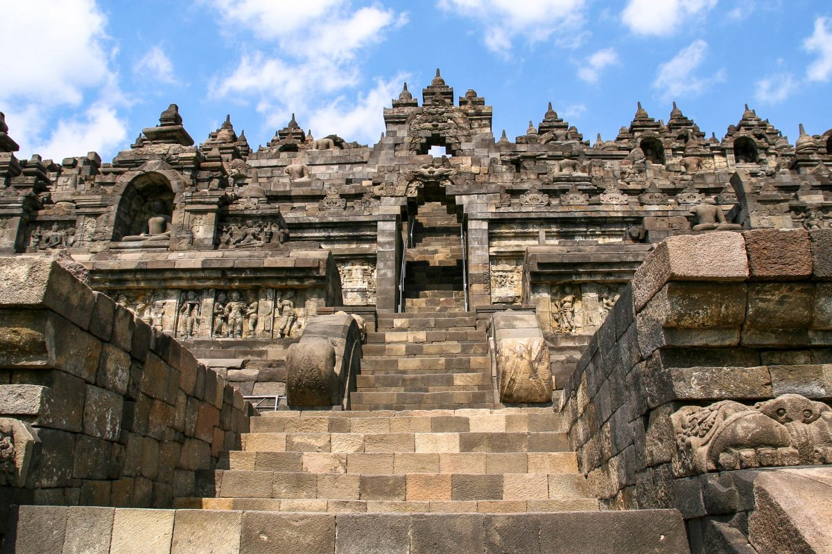 Die Tempelanlage Borobudur auf der indonesischen Insel Java zählt zu den größten buddhistischen Tempelanlagen in ganz Südostasien, Indonesien - © ezk / franks-travelbox