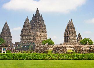 Die Tempelanlage Prambanan auf der Insel Java ist eine der größten Tempelanlagen in Südostasien und gehört seit 1991 zum Weltkulturerbe der UNESCO, Indonesien - © Thomas Leonhardy / Fotolia
