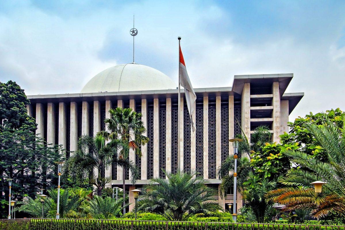 Die gewaltige Istiqlal-Moschee in der indonesischen Hauptstadt Jakarta ist die größte Moschee Südostasiens - © Paul Fell / Shutterstock