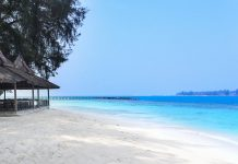 Sepa Island im Marine Nationalpark Kepulauan Seribu, Indonesien - © Ziye / Shutterstock
