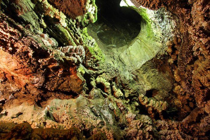Die Ali Sadr Höhle im Nordwesten des Iran zählt zu den spektakulärsten Schauhöhlen der Welt - © Valery Shanin / Shutterstock