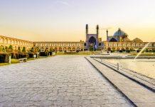 Der Meidān-e Emām gehört mit einer gigantischen Fläche von fast 9 Hektar zu den größten Plätzen der Welt, Isfahan, Iran - © Ko.Yo / Shutterstock