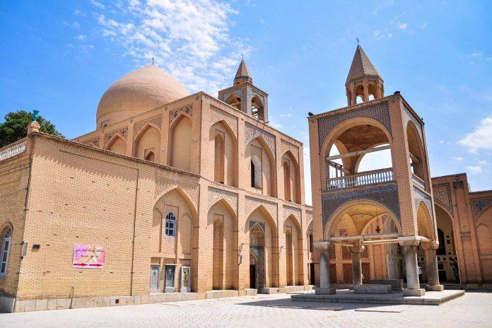 Die Vank Kathedrale ist die bekannteste und meist besuchte Kirche der Stadt Isfahan und wurde von Armeniern Anfang des 17. Jahrhunderts erbaut, Iran - © Wojtek Chmielewski/Shutterstock