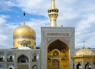 Der Schrein des Imam Reza in Mashhad, der heiligsten Stadt des Iran, wird jährlich von 15-20 Millionen Pilgern und Touristen besucht - © Wayiran CC BY-SA3.0/Wiki
