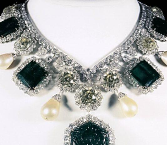 Im Juwelenmuseum in Teheran befinden sich die kostbarsten Schätze des Iran, hier die Krönungskette - © PD /Wiki