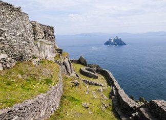 Blick vom Kloster auf der Insel Skellig Michael im Atlantik im Südwesten von Irland - © AndreaJuergensmeier/Shutterstock