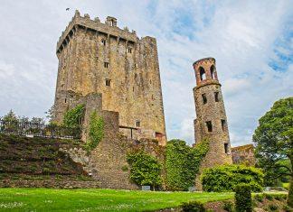 Das Blarney Castle liegt im gleichnamigen Dorf im Süden Irlands etwa neun Kilometer nördlich der irischen Stadt Cork - © Dan Breckwoldt / Shutterstock