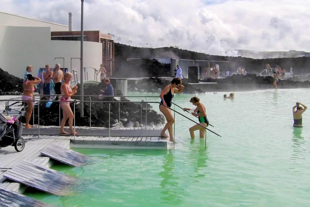 Die heutige Badeanstalt an der Blauen Lagune in Island entstand 1999 und wurde 2007 noch weiter ausgebaut - © FRASHO / franks-travelbox