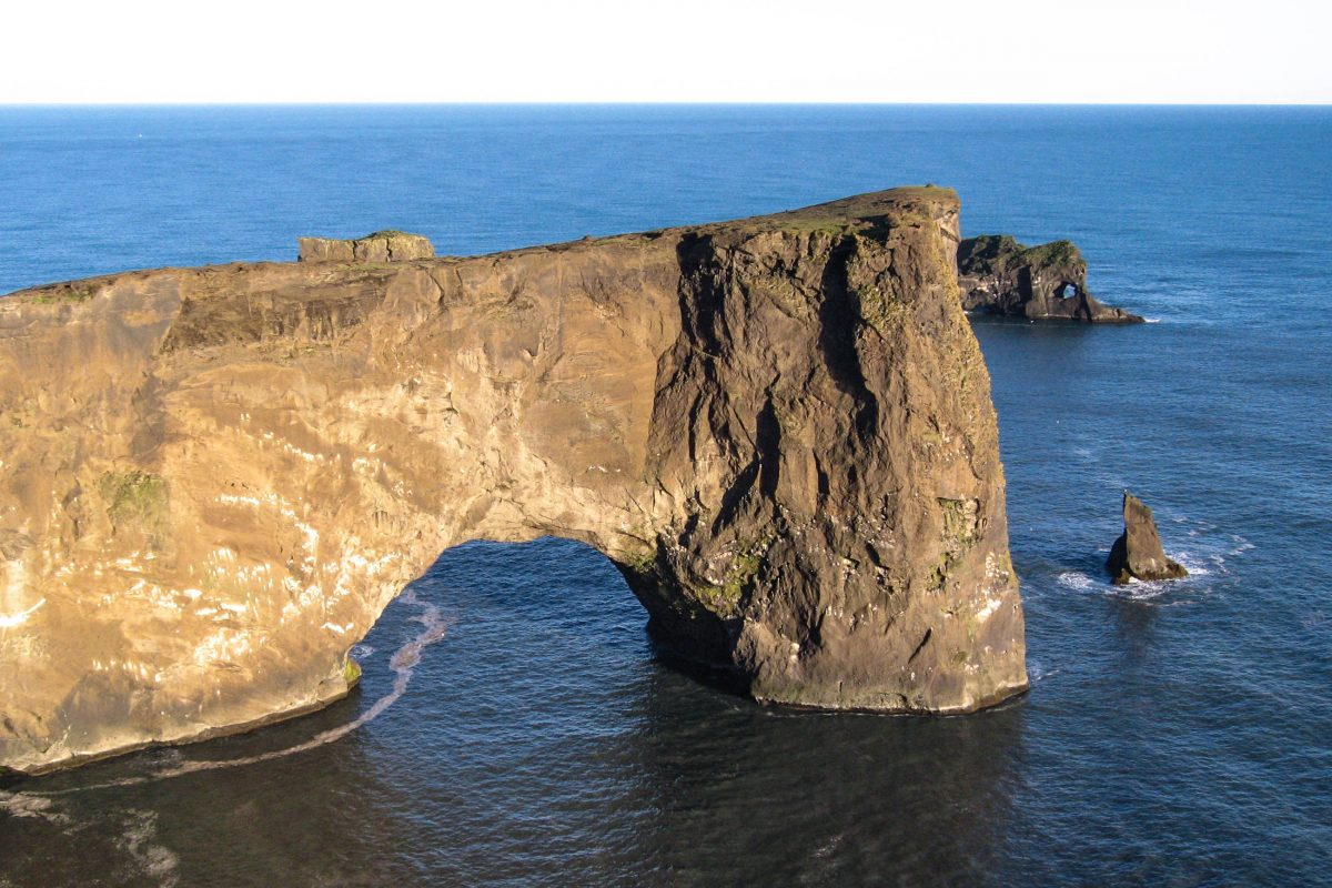 Felsentor beim Kap Dyrhólaey, Island - © FRASHO / franks-travelbox