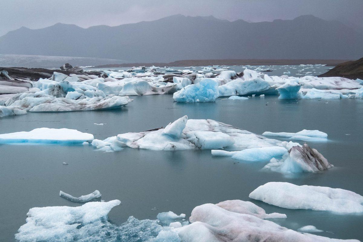 Gletschersee Jökulsárlón beim Gletscher Fjallsjökull, Island - © FRASHO / franks-travelbox