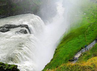 Im Sommer donnern in der Sekunde ca. 1.200 Kubikmeter Wasser über den Gullfoss in eine 70m tiefe Schlucht, Island - © FRASHO / franks-travelbox