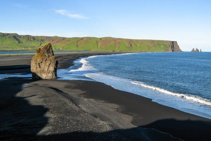 Lavasandstrand von Dyrhólaós, Island - © FRASHO / franks-travelbox