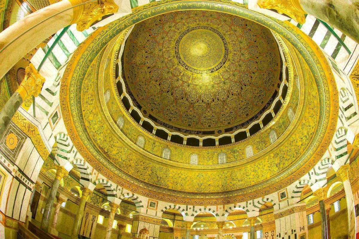 Die prachtvolle goldene Kuppel des Felsendoms in Jerusalem ist 33m hoch und 36m breit, Israel - © wong yu liang / Shutterstock