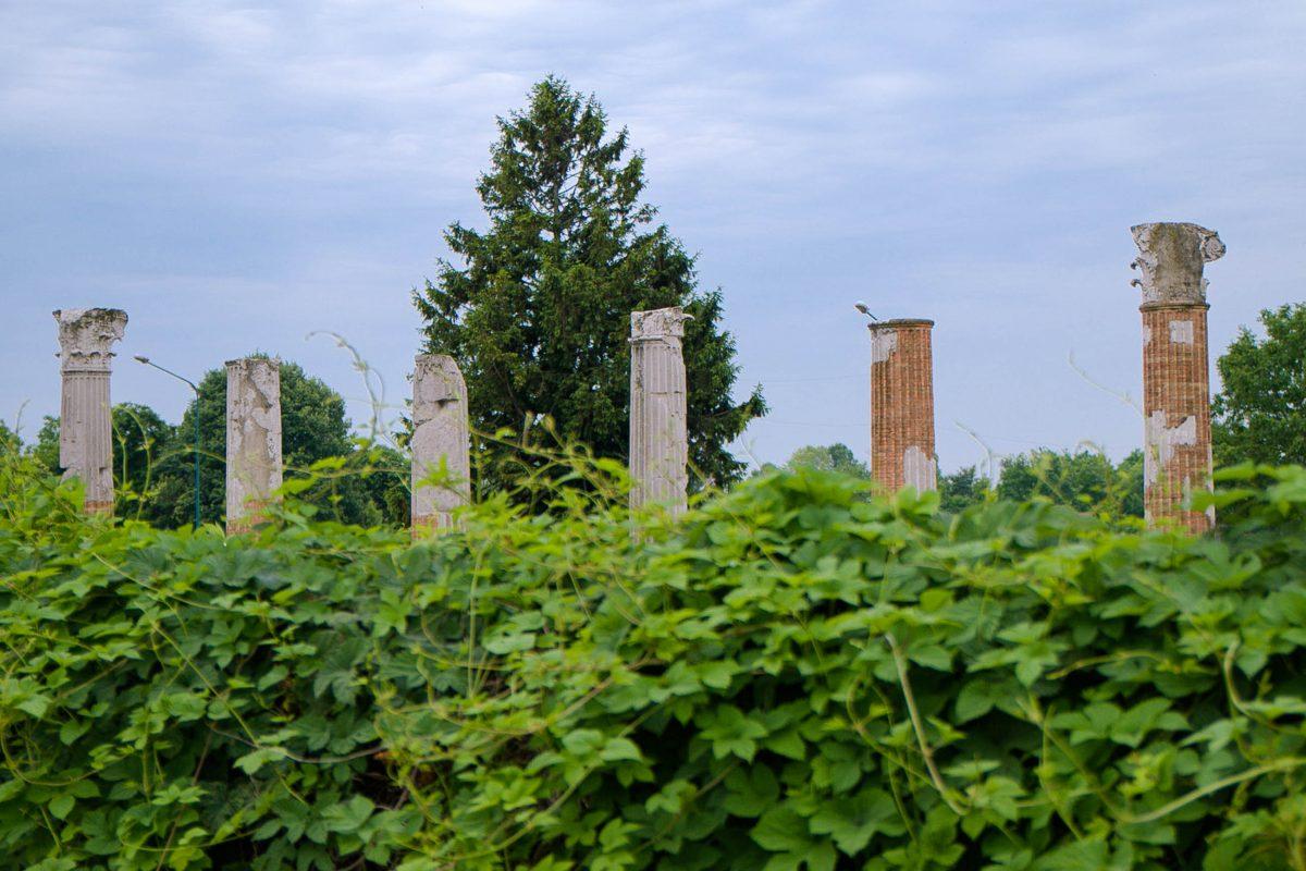 Die Säulen des einstigen römischen Forums sind in der antiken Stadt Auqileia heute noch zu sehen, Italien - © James Camel / franks-travelbox