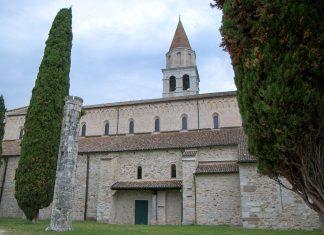 Die sehenswerte Basilika Santa Maria Assunta ist das wichtigste Bauwerk der antiken Stadt und gilt heute noch als Hauptkirche von Aquileia, Italien - © James Camel / franks-travelbox