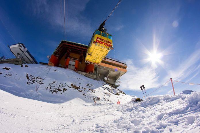 Seilbahn im berühmten Wintersportgebiet von Bormio in der Lombardei, Italien - © Jakub Grochol / Shutterstock