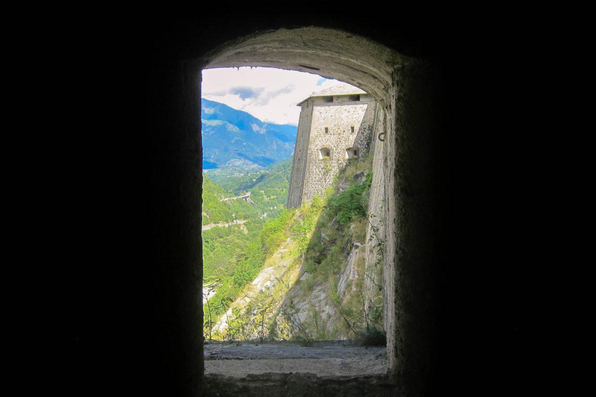 Blick von der alles dominierenden Festung Exilles ins Susatal, Piemont, Italien - © FRASHO / franks-travelbox