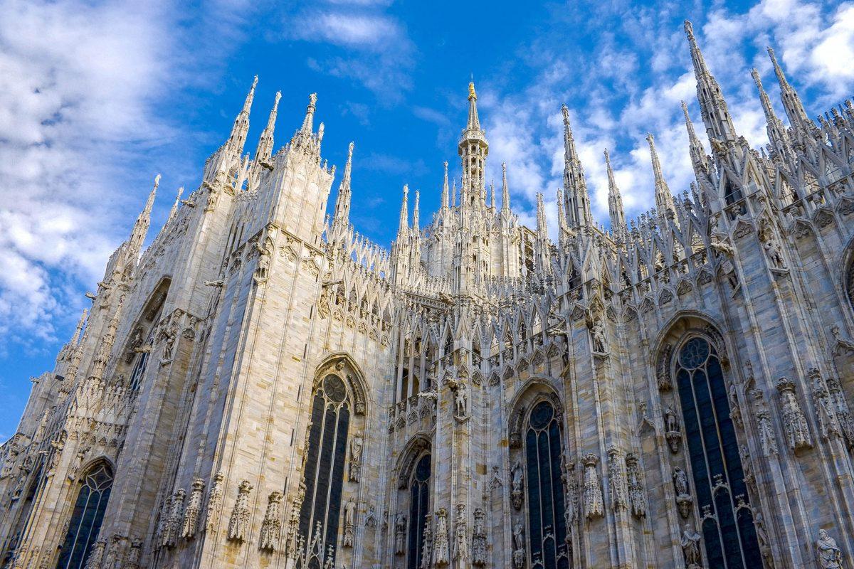 """Der gewaltige Mailänder Dom, """"Duomo di Milano"""" in der Landessprache, ist flächenmäßig die drittgrößte Kirche der Welt, Italien - © Alexey Arkhipov / Shutterstock"""