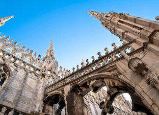 Detail der Außenfassade des Mailänder Doms, einer der atemberaubendsten Kathedralen Europas, Italien - © pio3 / Shutterstock