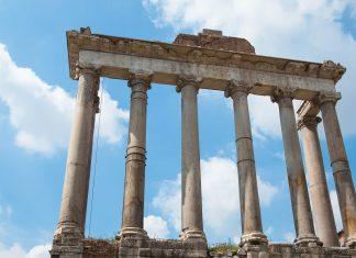 Der Tempel des Saturn wurde 498 vor Christus eingeweiht und ist einer der ersten Bauten, die am Forum Romanum errichtet wurden, Rom, Italien - © James Camel / franks-travelbox