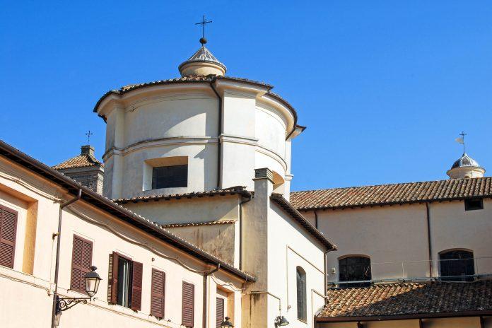 Die Kirche San Clemente ist in eine Unter- und Oberkirche geteilt und eine bemerkenswerte Sehenswürdigkeit, Rom, Italien - © francovolpato / Fotolia
