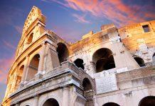 Die vier Stockwerke des Kolosseums in Rom waren einst prächtig verziert und der gesamte Zuschauerraum mit kostbarem Marmor verkleidet, Italien - © Nikonaft / Shutterstock