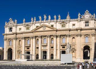 Der prunkvolle Fassade des Petersdom im römischen Stadtstaat Vatikan; der Petersdom ist die berühmteste Basilika der Christenheit und Geburtsstätte des Papsttums, Rom, Vatikan - © James Camel / franks-travelbox