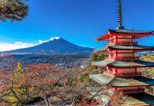 Die Chureito Pagode im herbstlichen Japan mit dem Gipfel des Mount Fuji im Hintergrund - © nipastock / Shutterstock